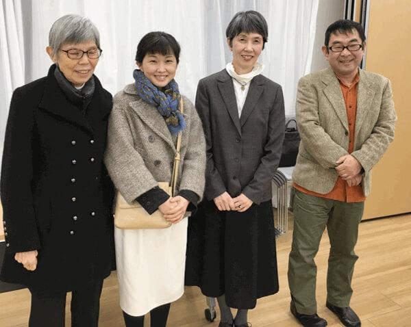 写真 講座後に岡﨑清子さんを囲んで記念写真